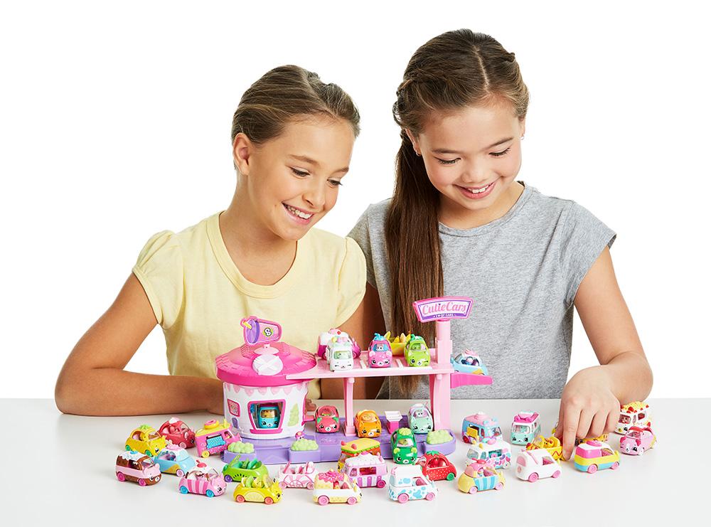Игрушечные машинки и техника для девочек